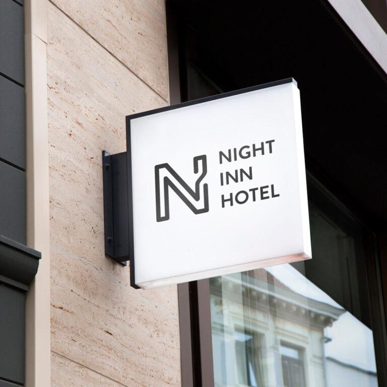 Fassade Night Inn Hotel mit Logo