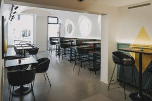Innenraum des One More Restaurants