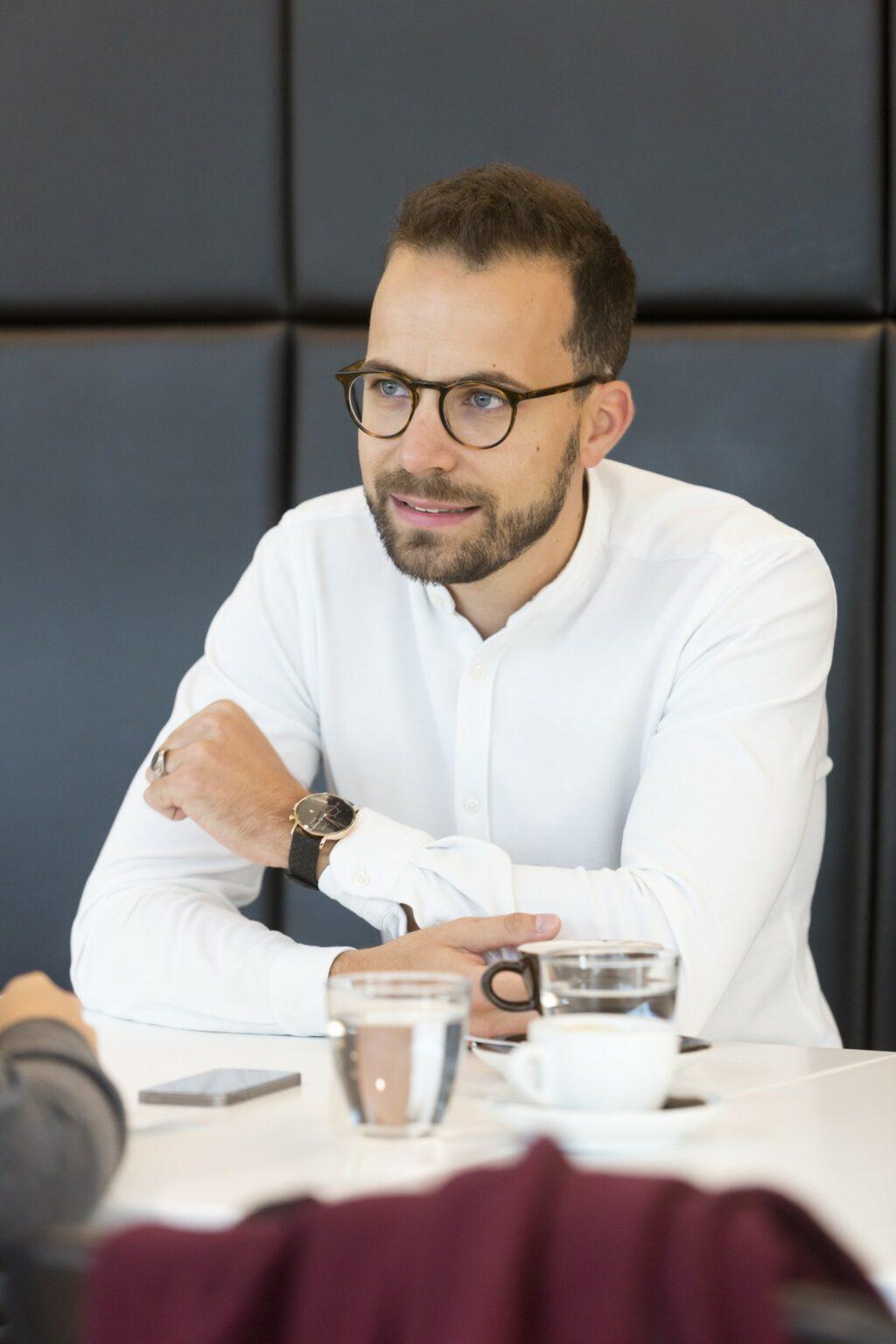 René Gmeiner am Tisch